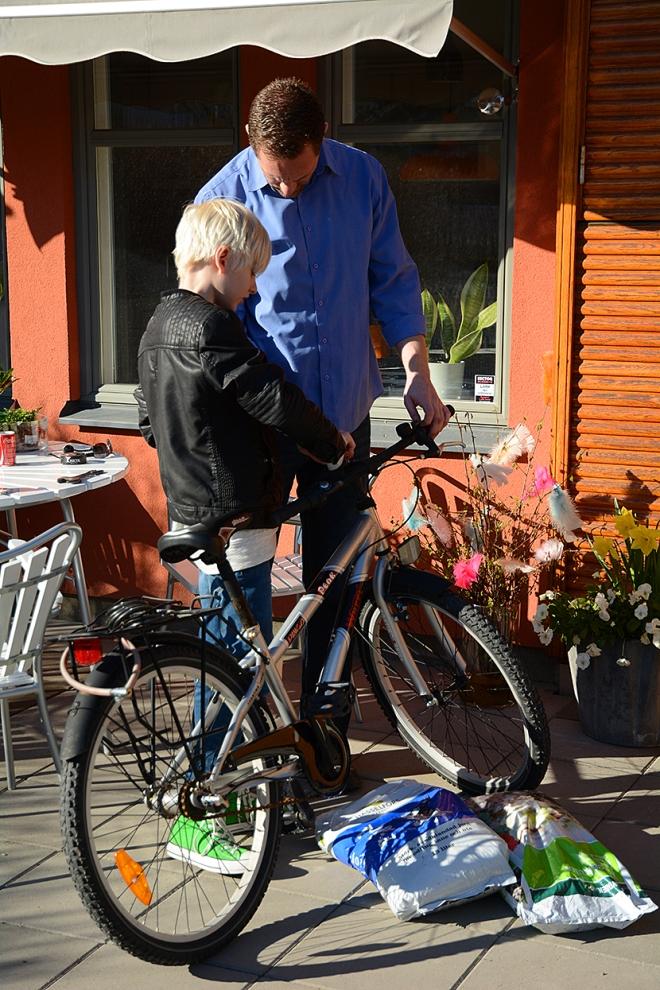 Max-och-D-fixar-cykeln
