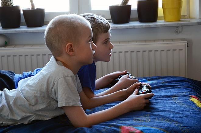 Ville-och-Arvid-spelar-Xbox2