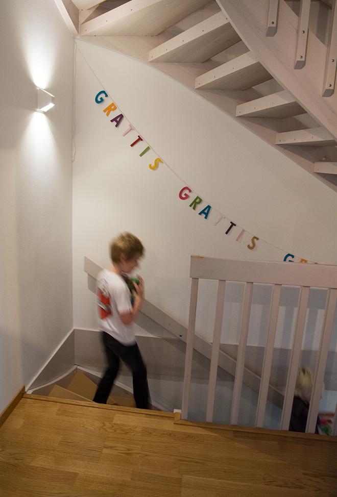 Ville_8år_jirlang-i-trappen