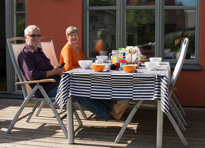 Frukost-på-baksidan-med-Eje-och-Maud