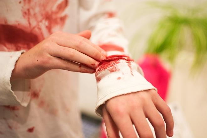 Halloween makeup - Sönderriven och blodig tröja