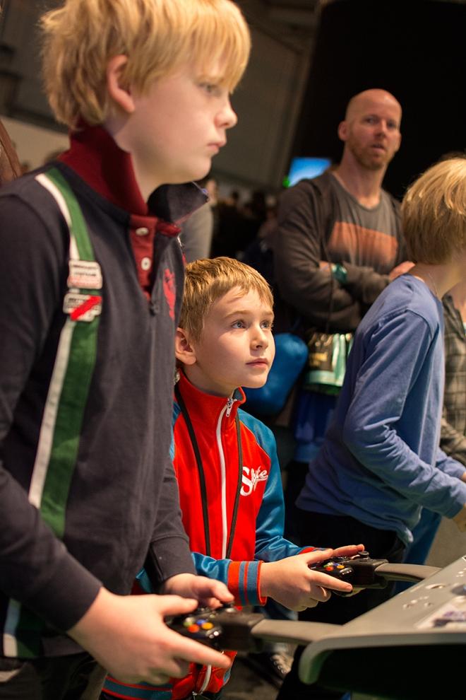 Ville-spelar-Minecraft-på-Xbox360