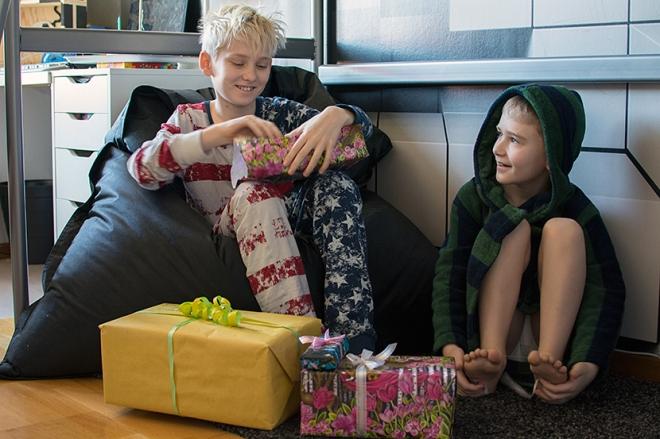 Max-födelsedag-paketöppning