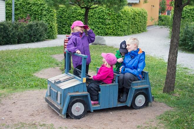 Tilli-Lola-Max-Ville-leksaksbilen
