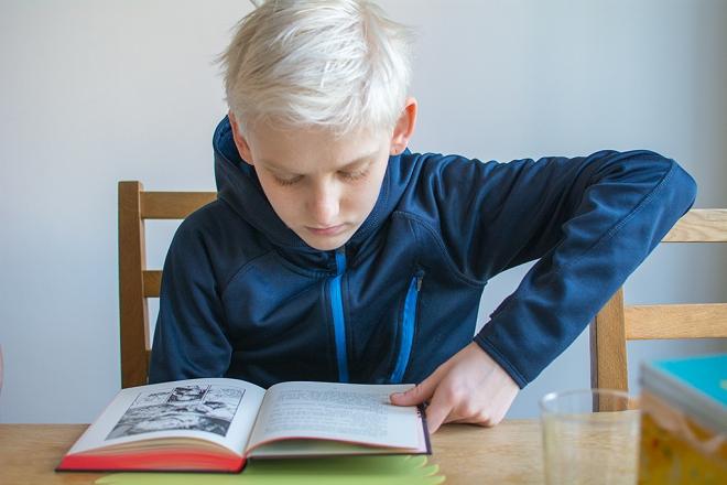 Max läser PAX-böckerna