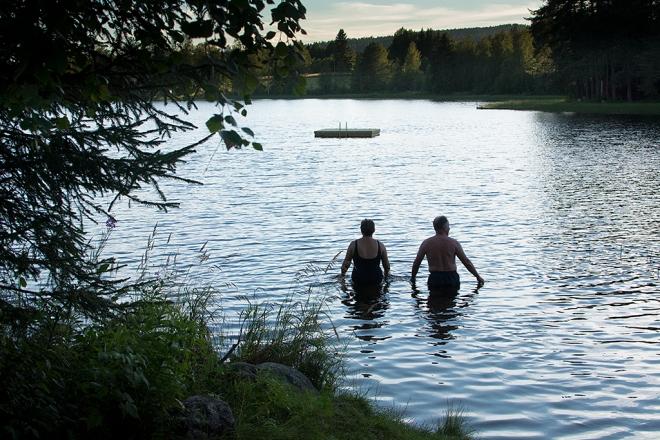 Kvällsbad Lidsjön Irene och pappa