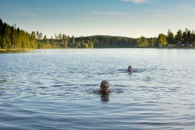 Kvällsbad Lidsjön Max och Ville